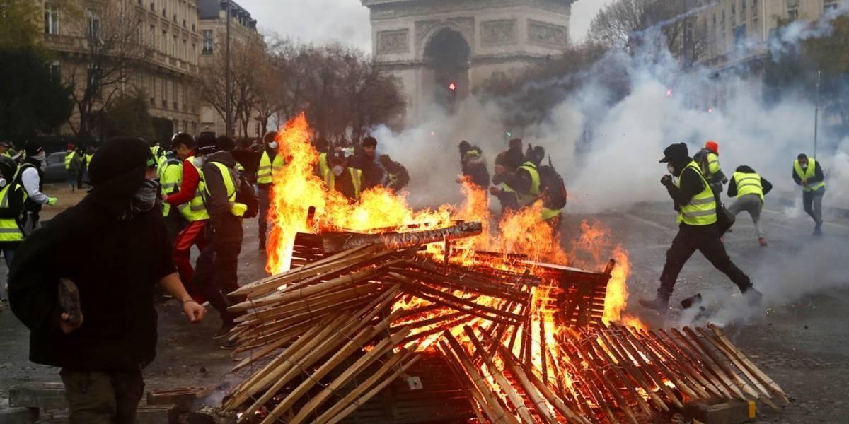 VIDEO: caos en París, hay incendios, saqueos y al menos 65 heridos