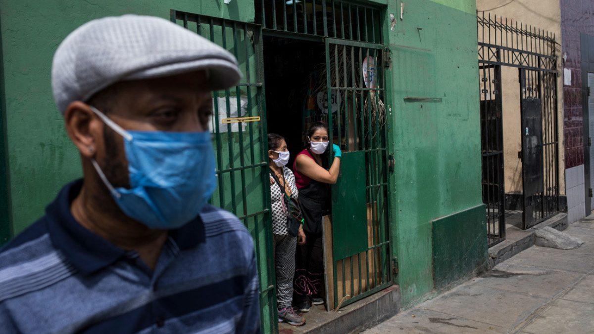 Policía captura a venezolanos y peruanos por realizar fiesta bajo confinamiento