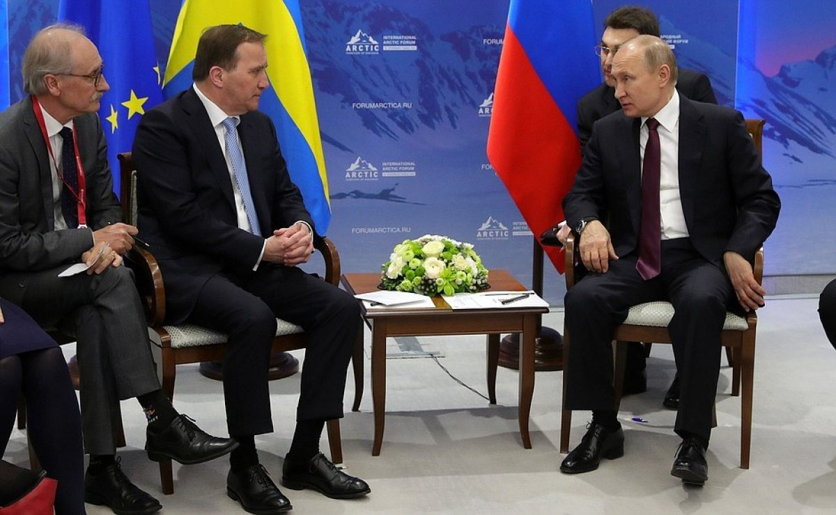 Putin 'reprende' al intérprete de su reunión con el primer ministro de Suecia