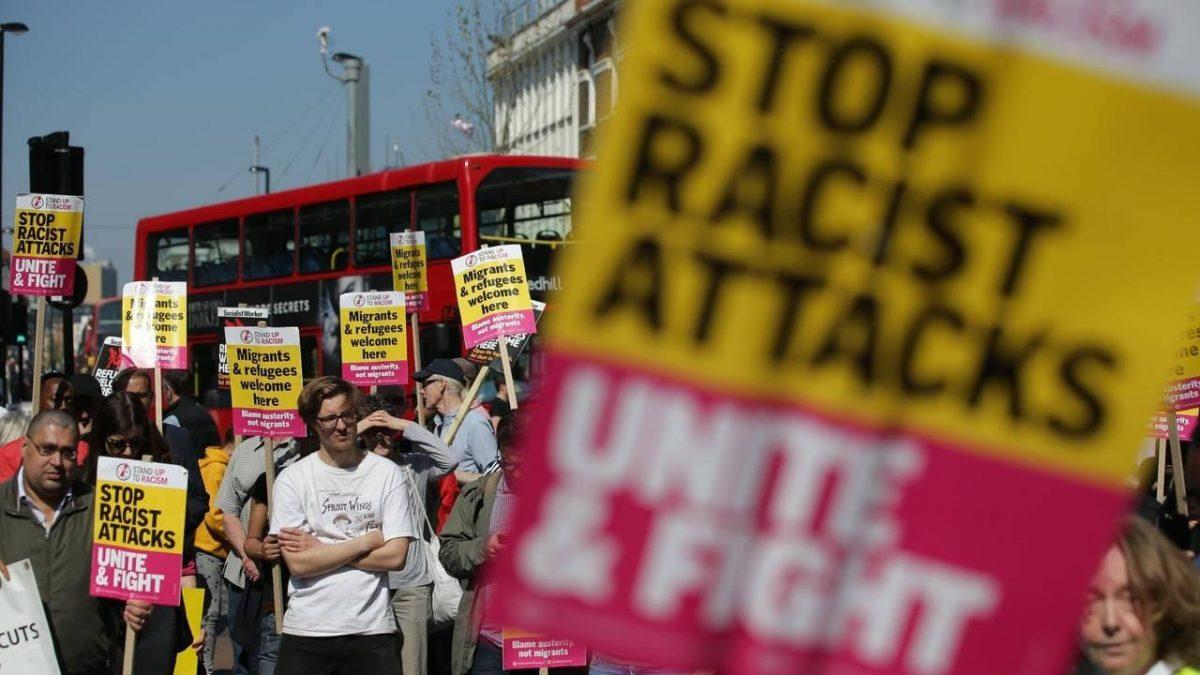 Niños se 'blanquean' para evitar ataques de odio