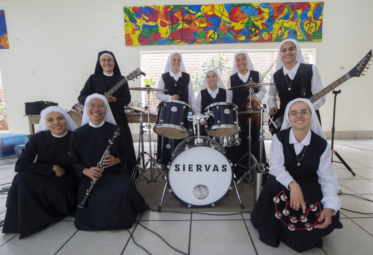 VIDEO: Siervas, religiosas roqueras que harán bailar al papa en Panamá
