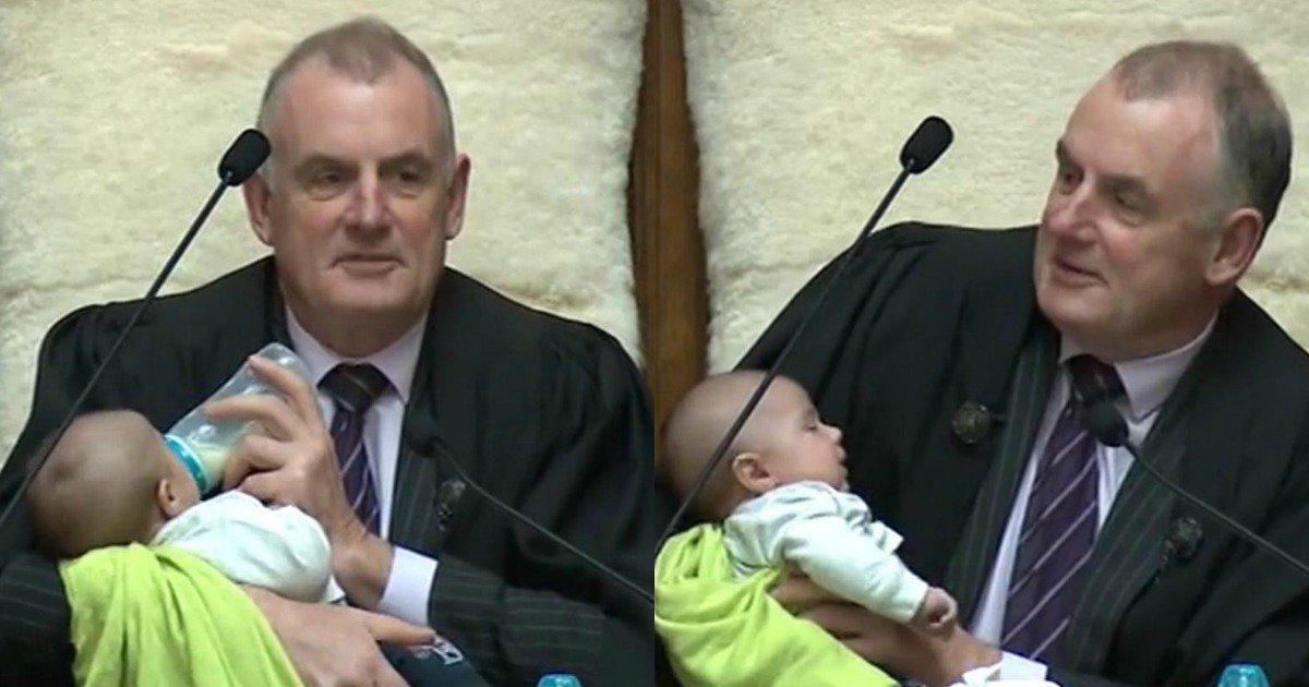 VIDEO | Nueva Zelanda: presidente del Parlamento cuida al bebé de un diputado en pleno debate
