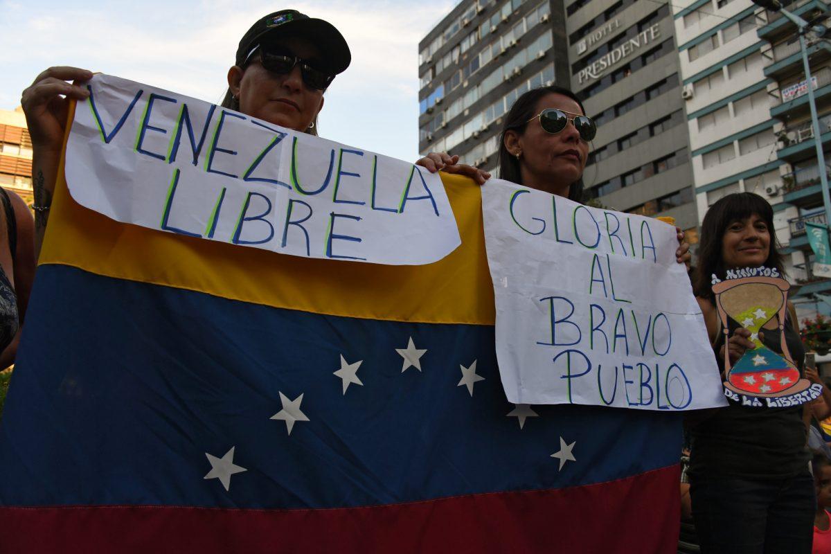 VIDEO: piden elecciones en Venezuela mientras ayuda llega a frontera