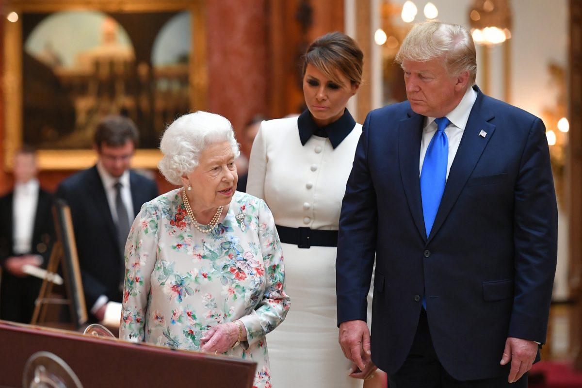 VIDEO   Trump, recibido en Buckingham por la reina Isabel y el príncipe Carlos