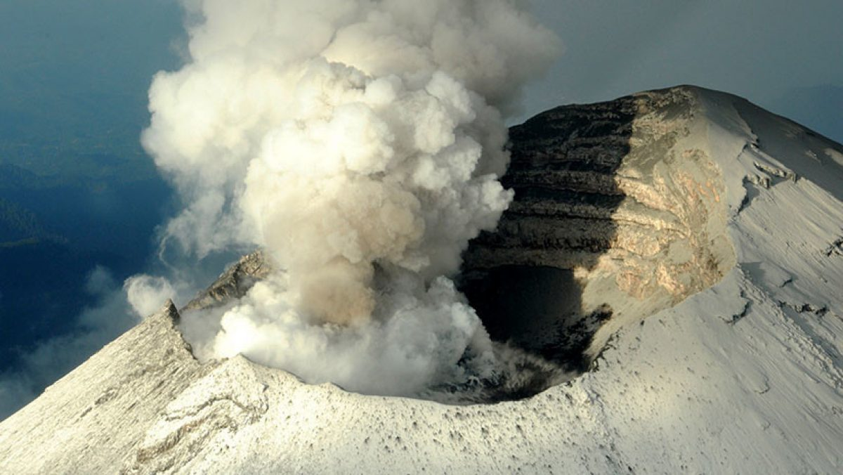 FOTOS: el volcán Popocatépetl entra en erupción en México