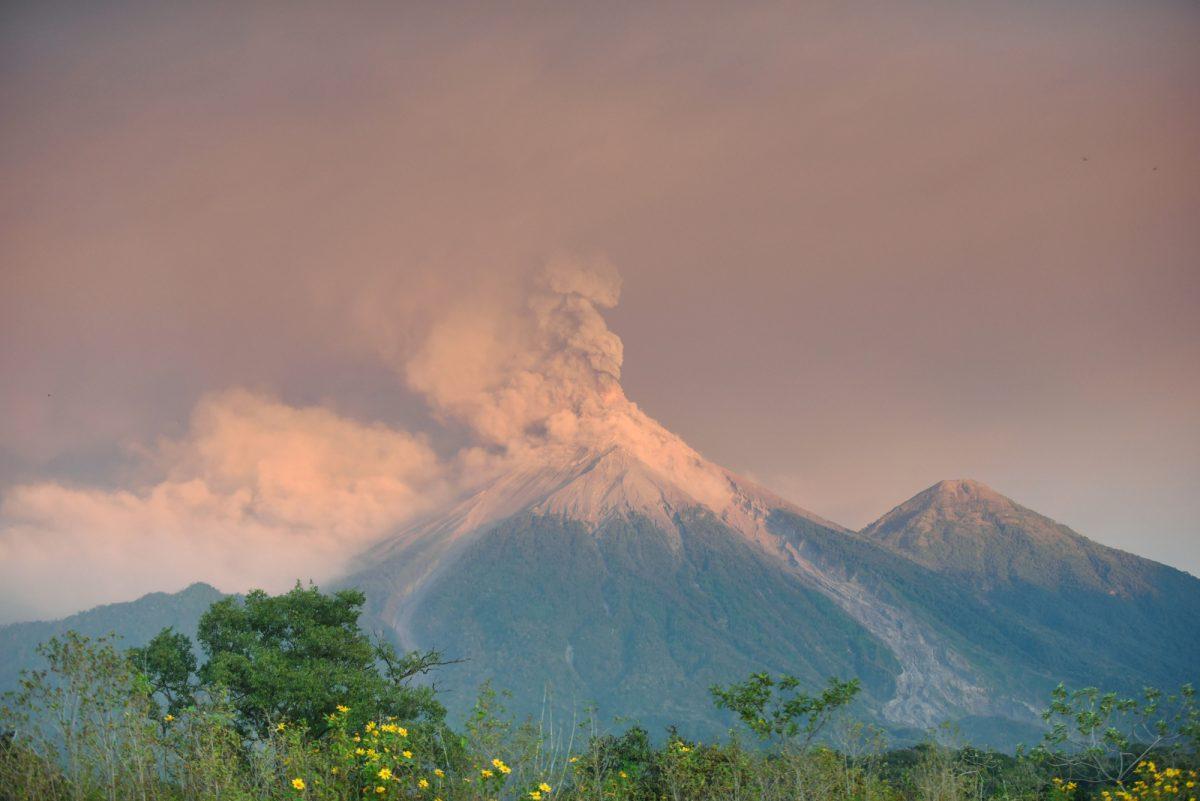 Miles de evacuados y miedo por nueva erupción del volcán de Fuego en Guatemala