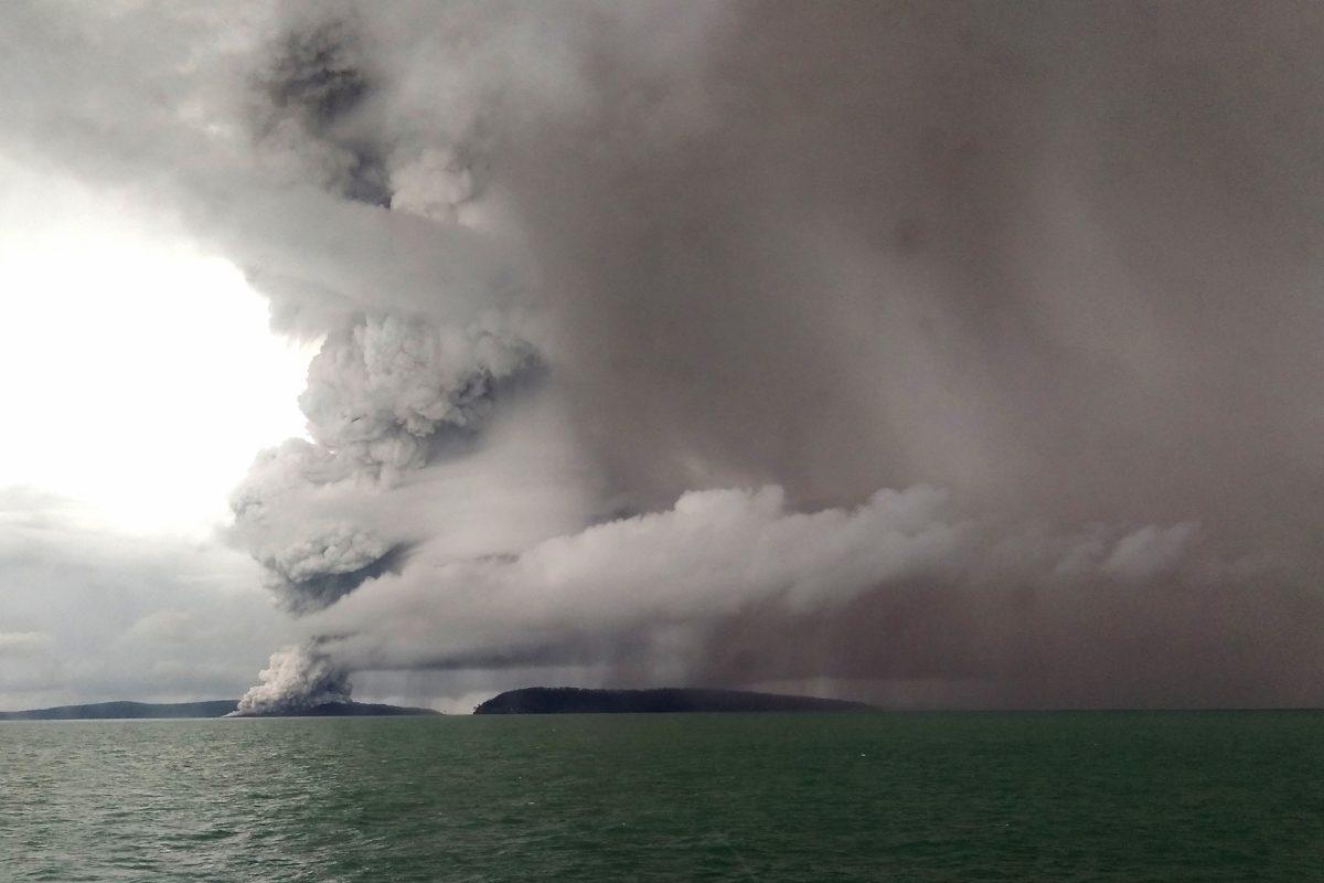 VIDEO: Indonesia eleva nivel de alerta por volcán causante del tsunami