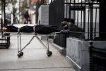 Docenas de cuerpos en descomposición fueron encontrados en camiones de una funeraria en Nueva York