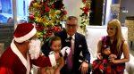 VIDEO | Vito Muñoz posa felizmente con su familia y su gran casa decorada por la Navidad
