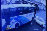 Esmeraldas: choque entre un bus y un auto fue captado en cámaras de seguridad