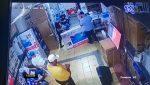 VIDEO   Siguen detenidos los sopechosos de robar tarjetas de un hombre para comprar televisores