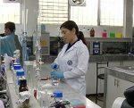 Sonnenholzner visitó centro de investigaciones biotecnológicas del Ecuador