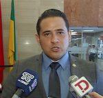 Asambleísta presentó documentos para investigación fiscal contra Galarza