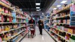 Mira lo que ocurre cuando un contagiado con covid-19 tose en un supermercado