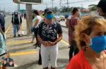 VIDEO: Largas filas de usuarios en exteriores de paradas de la metrovía
