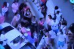 VIDEO | Cámaras de seguridad evidenciaron aglomeración de cientos de personas en Daytona Beach, Florida