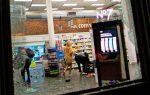 Policías golpean brutalmente a un presunto saqueador atrapado en una tienda durante los disturbios en Nueva York