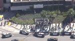 Evacuan un centro comercial tras reportes de un hombre con una pistola en Los Ángeles