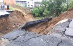 Enorme socavón en Santo Domingo, en el bypass Quito – Quevedo