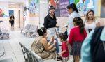 VIDEO: la esposa de 'El Chapo' entrega ayuda a niños enfermos