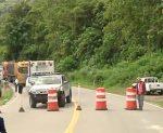 Derrumbe mantiene cerrada parte de vía Alóag -Santo Domingo