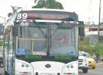 Uniformados resguardaron buses que no plegaron al paro
