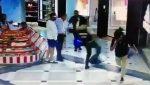VIDEO| Este héroe anónimo salvó  un robo de un centro comercial solo haciendo esto