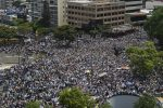 VIDEO: Guaidó recibe masivo apoyo y Maduro promete mano dura
