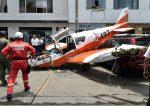 VIDEO: un herido al estrellarse una avioneta en una avenida de Lima