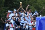 Los 23 futbolistas campeones del mundo condecorados en Francia