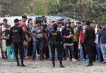 VIDEO: nueva caravana hondureña rompe cerco policial en Guatemala