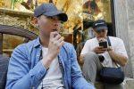 Nueva York prohibirá la venta de cigarrillos electrónicos con sabor, anuncia el gobernador