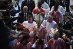 """El papa Francisco advierte a la prensa contra la """"coprofilia"""""""