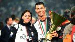 Cristiano Ronaldo golpea accidentalmente a su hijo con la copa de campeón de Italia