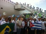 Regresan a Cuba los primeros 196 médicos desde Brasil
