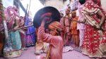 India: Realizan festival que consiste en golpear a los hombres