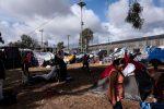 Caravana migrante aviva sus ánimos ante infranqueable frontera de EE.UU.