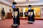 VIDEO: Estudiantes usaron robots para asistir a su graduación debido a la pandemia del coronavirus