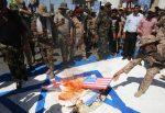Queman bandera estadounidense y pisotean foto de Trump durante marcha en Irak