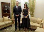 Meghan Markle vence al príncipe Enrique lanzando una bota de goma en Nueva Zelanda