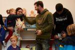 VIDEO | La reacción de un niño cuando Lionel Messi y Luis Suárez sorprendieron con una visita en un hospital