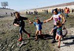 Permiten entrada a EEUU de madre hondureña y sus hijos en icónica foto en la frontera