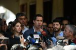 VIDEO: Guaidó advierte a militares por bloqueo de ayuda