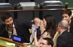 VIDEO: Primera ministra de Nueva Zelanda lleva a su bebé a ONU
