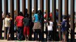 VIDEO: así es como lanzaron a tres niños sobre el muro fronterizo entre México y EEUU