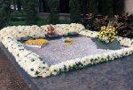 Flores y mensajes de gratitud en la tumba de Pablo Escobar por el aniversario de su muerte