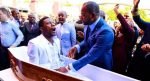 Pastor 'revive' a un muerto y se revela como es un gran estafador