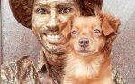 Perrito hace de estatua junto a su dueño