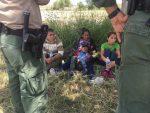Por detener a niños migrantes, 20 estados demandan a Trump