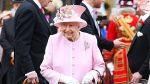 Reina Isabel rompe su propio protocolo en un gesto nunca antes visto con una fan